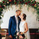 Glücklich verheiratet in Schloss Hof mit Hochzeitsplaner Die Hochzeitshummel | Foto: Nicole Heiling
