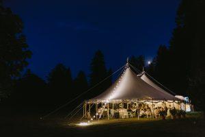Beleuchtung Marquee Zelt Hochzeit| Die HochzeitsHummel | Foto: Ulrich Sperl Weddings