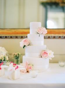Wedding in Vienna   peonies & baby breath   photos: Melanie Nedelko